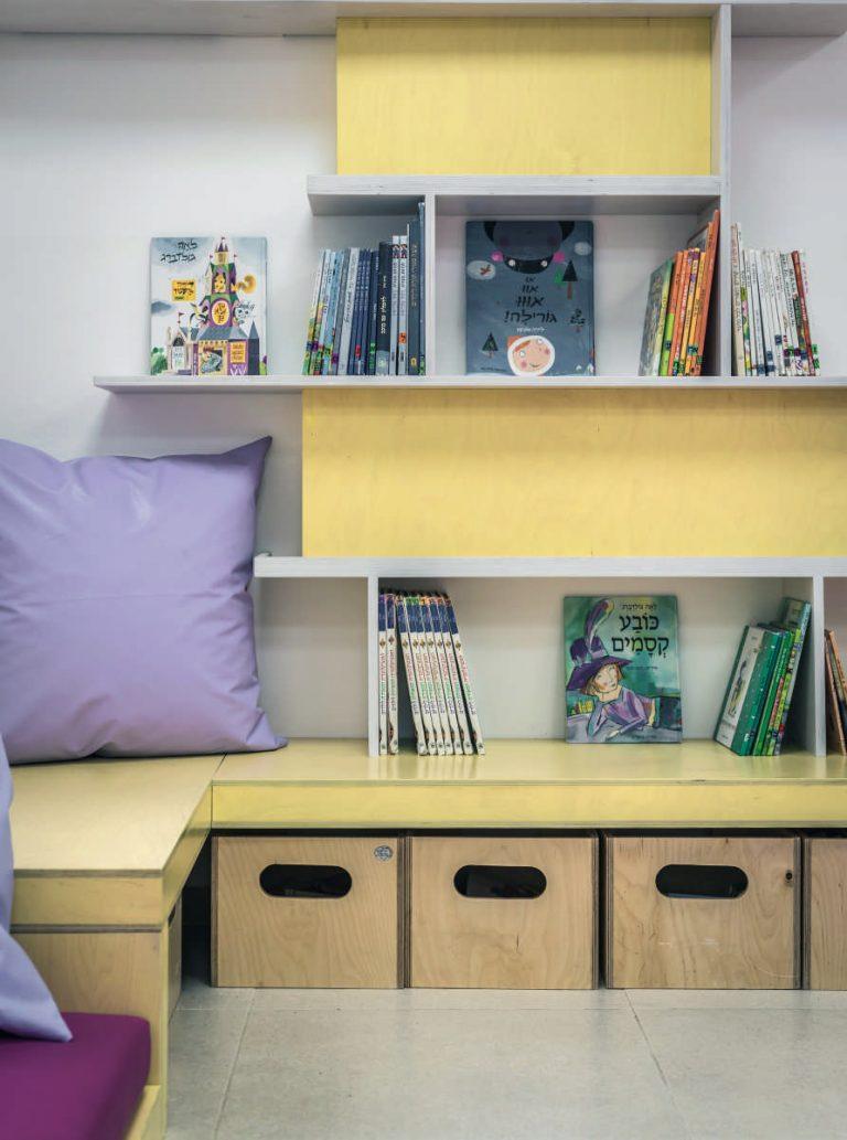 תכנון ספריה הכוללת אחסון ותצוגה המעודדת קריאה