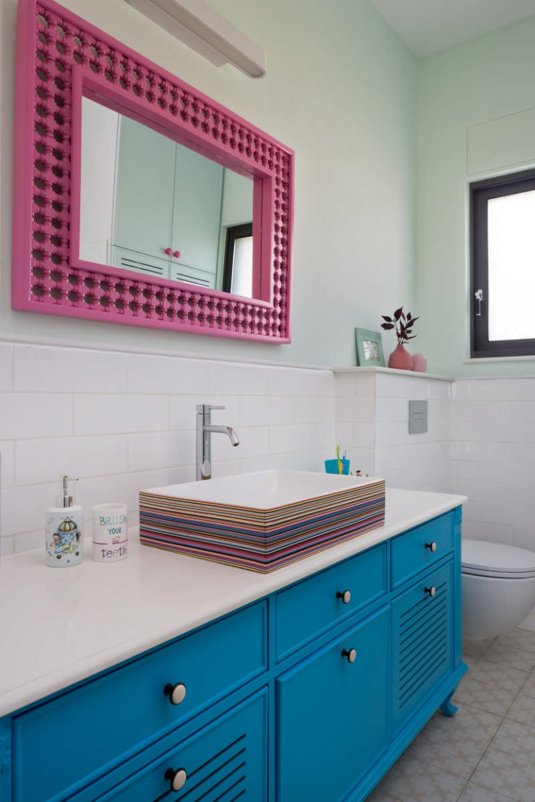 חדר רחצה שמח וצבעוני