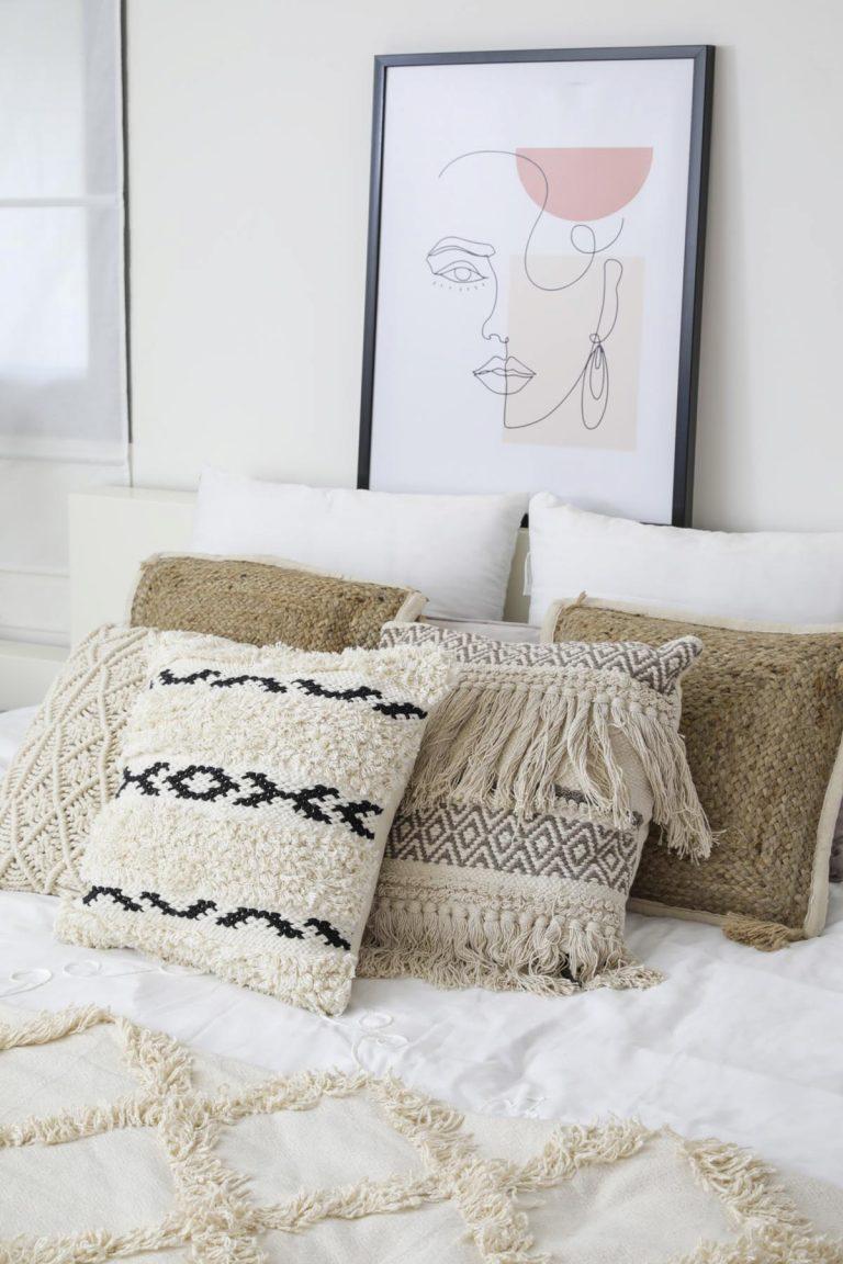 שימוש בטקסטיל ואקססוריז בחדר שינה הורים