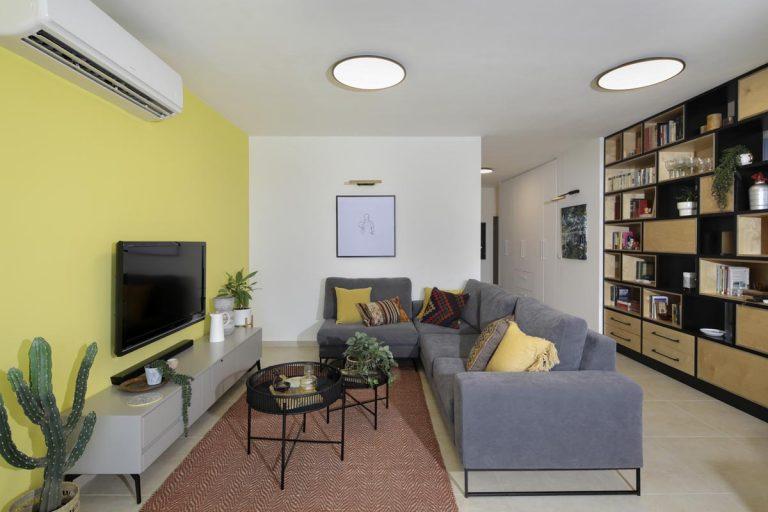 עיצוב סלון צבעוני ופרקטי בבית עם ילדים
